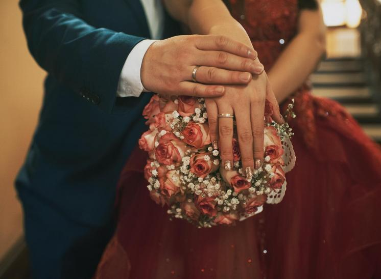 detail ring and bouqet Wedding Photos